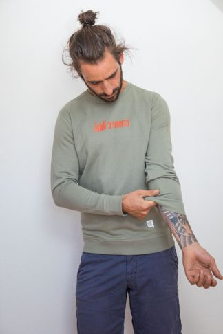 "UNISEX SWEATSHIRT ""äddi a merci"": Shirt colour ""Light khaki"", Print ""Red"""