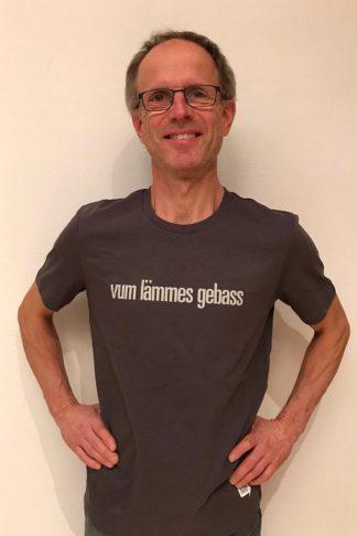 """UNISEX T-SHIRT """"vum lämmes gebass"""": Shirt colour """"Anthracite"""", Print """"Light grey"""""""